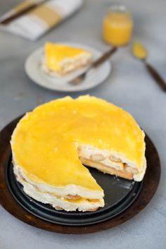 Lemon tiramisu with lemon curd - Brenda Kookt! Lemon Tiramisu, Lemon Curd Cheesecake, Lemon Curd Cake, Lemon Curd Dessert, Amish Recipes, Dutch Recipes, Sweet Recipes, Cake Recipes, Dessert Recipes