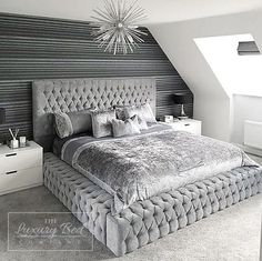 💤B E D R O O M💤 I have missed my amazing bed & I'm going to have the best early night tonight 😆 bed before 9 that's my aim. ⭐️ MY HAPPY PLACE ⭐️ Swipey swipey for different bedroom views 🖤 Happy Tuesday all. Here are ten tiny bedro Luxury Bedroom Design, Bedroom Bed Design, Room Ideas Bedroom, Home Decor Bedroom, Living Room Decor, Bedroom Ideas Master For Couples, Bedroom Ideas For Women In Their 20s, Classy Bedroom Ideas, Beds Master Bedroom