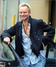 Sting with a natural smile. very rare Sting Musician, The Police Band, Jazz, The Power Of Music, Jason Mraz, The New Wave, How To Pose, Just Smile, Held