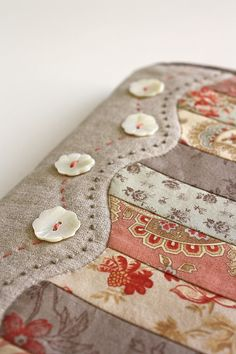 Quilt Border Idea - A nice finish to the edge of a small quilt! #quilting   - no instructions, but pretty