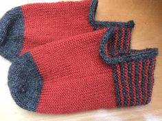 Baffies by Kate Davies in her yarn Knitting, Fashion, Moda, Tricot, Fashion Styles, Cast On Knitting, Stricken, Fasion, Weaving