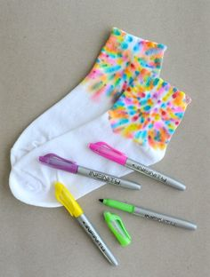Permanent Marker Projects Love these marker tie dye socks!