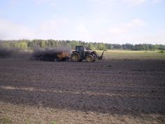 Biohiilen levitys käynnissä keväällä 2010 (Hyvinkää).