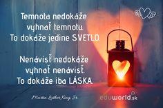 Temnota nedokáže vyhnať temnotu. To dokáže jedine svetlo. Nenávisť nedokáže vyhnať nenávisť. To dokáže iba láska.  - M.L.King Jr. Martin Luther King, Table Lamp, Viera, Motto, Amen, Lamp Table, King Martin Luther, Table Lamps, Artist