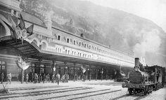 1. Primer tren español que llega a la estación oscense en 1928. 2. Alfonso XIII y Gastón Doumergue durante la ceremonia inaugural del complejo oscense. 3. Ceremonia inaugural de la estación internacional de Canfranc en 1928.