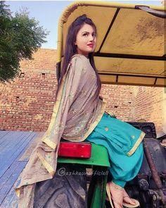 Panjabi Suit, Punjabi Suits Designer Boutique, Punjabi Models, Muslim Beauty, Patiala Suit, Indian Suits, Lovely Dresses, Long Tops, Beauty Women