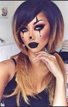 23 hübsche Halloween Make-up Ideen Makeup Ideas makeup ideas black dress Looks Halloween, Halloween Makeup Clown, Halloween 2018, Pretty Halloween Makeup, Halloween Makeup Tutorials, Creepy Halloween, Cute Clown Makeup, Circus Makeup, Halloween College