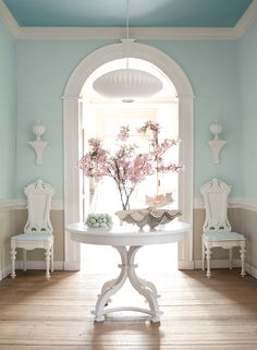 Benjamin Moore's Williamsburg Collection >> Upper Wall: Regal Select, Matte, Ewing Blue CW-585. Lower Wall: Regal Select, Matte, Market Square Shell CW-30. Ceiling: Waterborne Ceiling Paint, Chesapeake Blue CW-595. Trim: ADVANCE, Semi-Gloss, Harwood Putty CW-5.
