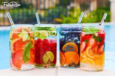 Структурированная Фруктовая водичка! Просто нарежьте любимые фрукты, положите ягоды и поставьте настаиваться на ночь. Фрукты структурируют воду! Также в воду переходят витамины и вкус! Водичка освежает с утра, придает сил. поднимает настроение! А кусочки фруктов приятно скушать после.   Добавьте также любимые травы: мята, тархун, пряные травы; овощи: огурец, кабачок