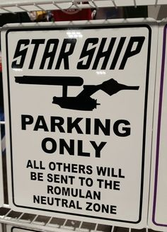 Parking exclusivo para Naves Estelares, todos los demás serán enviados a la zona neutral romulana. // Parking for Starship exclusive, all others will be sent to the Romulan neutral zone.