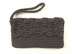 This is a quick pattern for a little black wristlet.