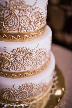 Indian wedding cake design www. Jorge Santiago Indian wedding cake design www Henna Wedding Cake, Indian Wedding Cakes, Indian Fusion Wedding, Small Wedding Cakes, Themed Wedding Cakes, Indian Wedding Decorations, Beautiful Wedding Cakes, Wedding Cake Designs, Perfect Wedding