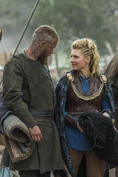 Travis Fimmel as Ragnar Lothbrok and Katheryn Winnick as Lagertha   #Vikings Season 3