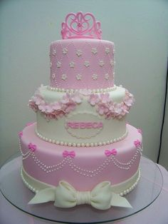 beautiful princess cake, to add a little bit of fairy have it made by a baker and have them apply edible glitter !