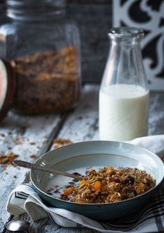 Homemade Granola by Marilou Breakfast Snacks, Breakfast Time, Breakfast Recipes, Best Granola, Oats And Honey, Roasted Nuts, Puddings, Love Food, Nutella