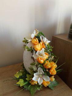 Flower Arrangement Designs, Flower Arrangements, Deco Floral, Food Crafts, Kirigami, Easter Recipes, Decoration, Gift Baskets, Funeral