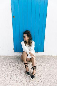 Levis_Vintage-Shorts-Denim-Open_Back_Top-Castaner_Espadrilles-Outfit-Formentera-Summer_Look-19 Castaner Espadrilles, Espadrilles Outfit, New Street Style, New York Street, Street Style Women, Levis Vintage, Vintage Shorts, New York Fashion, Latest Fashion Trends