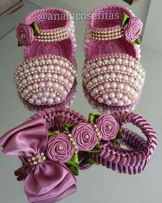 1 million+ Stunning Free Images to Use Anywhere Baby Boots, Baby Girl Shoes, Handmade Baby Clothes, Baby Bling, Baby Sneakers, Baby Sandals, Crochet Baby Booties, Clothes Crafts, Doll Shoes
