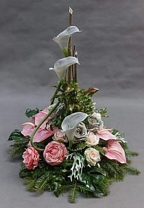 Funeral Flower Arrangements, Beautiful Flower Arrangements, Beautiful Flowers, Church Flowers, Funeral Flowers, Deco Floral, Arte Floral, Grave Decorations, Flower Decorations