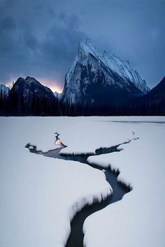 Winter Lake, Mount Rundle, Canada