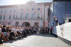 Michael Monroe esiintyi lauantaina Viron uudelleenitsenäistymisen 25-vuotisjuhlassa.