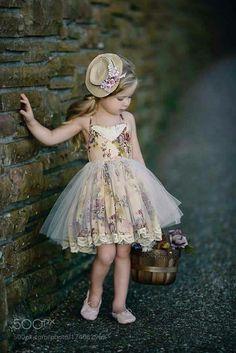 Party Kleider für Mädchen Kid Party dresses for girls kid - knitting wool Little Girl Dresses, Girls Dresses, Flower Girl Dresses, Outfits Niños, Kids Outfits, Little Girl Fashion, Kids Fashion, Fashion Games, Fashion Clothes