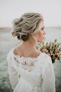 Best Wedding Hairstyles : Breathtaking Wedding Hairstyles from Hair and Makeup by Steph - MODwedding - Fashion Inspire Curly Wedding Hair, Wedding Hair And Makeup, Wedding Updo, Bridal Hair, Wedding Beauty, Romantic Bridal Updos, Romantic Hairstyles, Simple Wedding Hairstyles, Formal Hairstyles