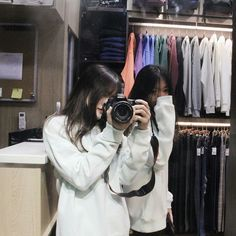 Y/n + y/n's bff Foto Best Friend, Best Friend Couples, Best Friend Goals, Mode Ulzzang, Ulzzang Korean Girl, Ulzzang Couple, Best Friend Pictures, Bff Pictures, Friend Photos