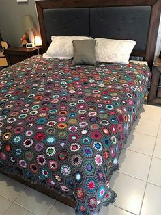 This is my king size hexagon blanket I just finished yesterday It took me 4months to make ! 728 pieces in total Kristy Read