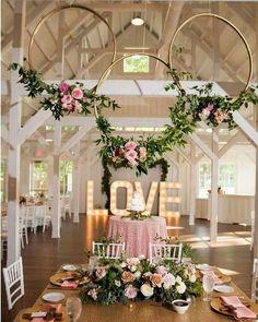 How to transform hula hoops into dreamy decorative wreaths .- So verwandeln Sie Hula Hoop Reifen in traumhafte Deko-Kränze! Gold Wedding Colors, Pink And Gold Wedding, Wedding Color Schemes, Wedding Flowers, Wedding White, White Bridal, Wedding Bouquets, Wedding Dresses, Wedding Centerpieces