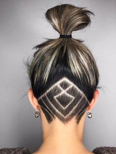 Undercut women hair styles are super daring, and that is why not every babe can pull one off. But if you are an artistic person or a tomboy we are sure that you can sport an undercut. See the trendiest undercuts here. Undercut Tattoos, Undercut Hair Designs, Hair Tattoos, Best Undercut Hairstyles, Undercut Women, Medium Hairstyles, Pixie Hairstyles, Long Shaved Hairstyles, Shaved Long Hair