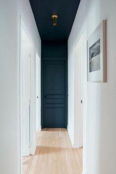 Home Interior Modern .Home Interior Modern Interior Decorating, Interior Design, Hall Interior, Home Interior Colors, Dark Interior Doors, Interior Door Styles, Dark Doors, Monochrome Interior, Decorating Ideas