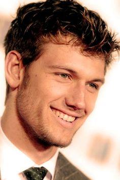 can you pleeease be my husband Alex Pettyfer?!