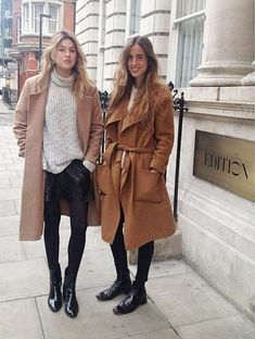 These coat trends are going to be all over the place this winter! Here are some of the top winter coat looks you'll be seeing! Fashion Blogger Style, Look Fashion, Fashion Trends, Fashion 2018, Fall Winter Outfits, Autumn Winter Fashion, Winter Wear, Spring Fashion, Coat Dress