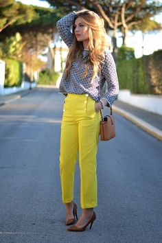 Zara Front Buttons Yellow Crop I like the bright trousers paired with prints and neutral accessories.