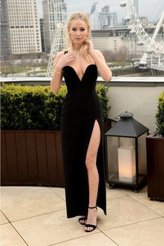 """""""Jennifer Lawrence🍒🌹👗LEGS at the 'Red Sparrow' photocall in London on February """" Jennifer Lawrence Legs, Jennifer Lawrence Red Sparrow, Beautiful Girl Image, Gorgeous Women, Beautiful Celebrities, Emily Ratajkowski Outfits, Jennifer Laurence, Rock And Roll Fashion, Lovely Legs"""