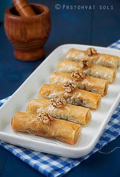 Nadire Atas On Baklava Desserts Prstohvat soli: Baklava rolnice Greek Sweets, Greek Desserts, Just Desserts, Delicious Desserts, Dessert Recipes, Yummy Food, Arabic Sweets, Lebanese Recipes, Turkish Recipes