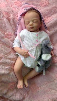 Prachtige Reallife reborn baby Lilian (kit Gudrun Legler) she is for sale € 300,-