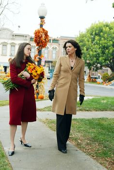 30 Fall Style Lessons We Learned From Gilmore Girls Estilo Rory Gilmore, Lorelai Gilmore, Rory Gilmore Style, Gilmore Girls Fashion, Watch Gilmore Girls, Fashion Tv, Girl Fashion, Autumn Fashion, Team Logan