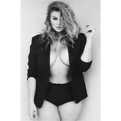 """""""A blazer and a leather jacket is all I need.  photo by: Paige Craig #nowrongwaytobeawoman #curves #effyourbeautystandards #honormycurves"""""""