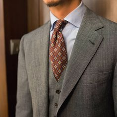 Armoury Founder showing the versatility of a textured grey suit and blue shirt and different ties. (at The Armoury Hong Kong) Modern Gentleman, Gentleman Style, Mens Business Professional, Mens Fashion Blog, Men's Fashion, Fashion Menswear, Best Fashion Photographers, Mens Style Guide, Dapper Men