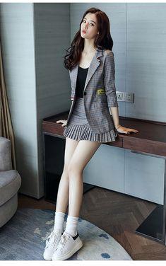 Check out this awesome latest Korean fashion .- Karo heraus diese fantastische späteste koreanische Mode Check out this awesome latest Korean fashion - Korean Fashion Winter, Korean Fashion Trends, Korean Street Fashion, Asian Fashion, Look Fashion, Girl Fashion, Fashion Outfits, Womens Fashion, Looks Pinterest