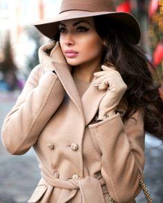 Fashion Beauty, Womens Fashion, Cute Hats, Girl With Hat, Winter Looks, Street Chic, Look Cool, Women's Fashion Dresses, Business Women