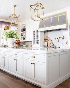 If you could look up the definition of #kitchengoals in the dictionary, this picture would absolutely be in there. Double-tap if you agree, and then check out the link in our bio to learn how you can get the look at home.   Photo: @EmilyIJackson; Design: @CaitlinCreerInteriors