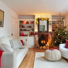 Awesome 37 Dreamy Christmas Decoration Ideas for Your Living Room. More at http://dailypatio.com/2017/11/30/37-dreamy-christmas-decoration-ideas-living-room/