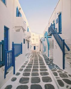 White washed streets of Mykonos ( @jamesrelfdyer) #BDTravelTip: Beat the crowds by waking up early! Wander through these white-and-blue-trimmed streets at your leisure without the hustle and bustle of tourists. End the morning in Little Venice to enjoy an alfresco breakfast by the beach! #beautifuldestinations