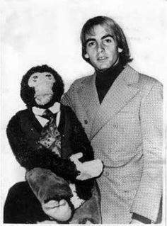 El famoso Ventrilocuo Carlos Donoso y su muñeco Mono Kini en una foto de los años 80s.