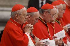 Le cardinal Angelo Sodano, doyen du Collège des cardinaux, à gauche, et d'autres cardinaux assister à une messe pour les Chevaliers de Malte dans la basilique Saint-Pierre au Vatican le 9 février. Cardinal Sodano a la responsabilité de faire les préparatifs pour le conclave qui sera être tenue pour élire le successeur du pape Benoît XVI. Le pape a annoncé sa démission