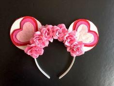 How CUTE are these Minnie ears?!!  And you can make them yourself!