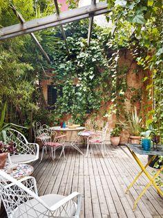 Living in Barcelona: Courtyard